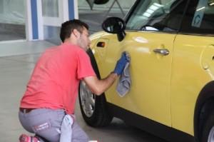 lavare-auto-togliere-graffi