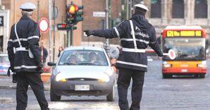 Alt ai furbetti-residenti con auto targata all'estero