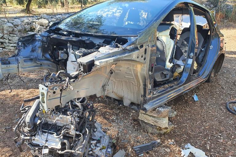 Giovinazzo: Una Ford Fiesta cannibalizzata dai ladri dei pezzi di ricambio